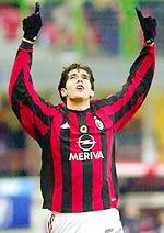 Kaka là niềm cảm hứng của Milan ở tuyến tiền vệ.