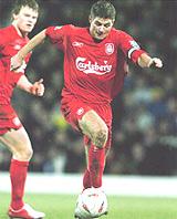 Gerrard (phải) là người hùng của vòng bán kết.