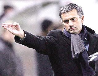 Mourinho - HLV số một cấp CLB năm 2004.