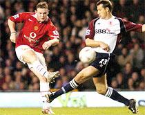Rooney quyết lại chọc thủng lưới Arsenal.