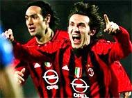 Pirlo ăn mừng bàn thắng quyết định của mình.