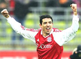 Vắng Makaay là một thiệt thòi không nhỏ cho Bayern trước Arsenal.