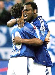 Schalke có khát vọng to lớn sau 47 năm trắng, và muốn trả hận năm 2001 bị Bayern cướp chức vô địch ở đúng vòng cuối cùng.