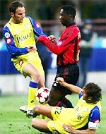 Phút bừng sáng của Seedorf cứu cho Milan khỏi một trận hoà thất vọng.