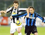 Khi Ibrahimovic bị hoá giải, sức mạnh của Juve chỉ còn một nửa.