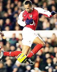 Henry là sát thủ hàng đầu vào lưới Mu hiện còn thi đấu.