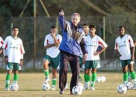 HLV Riedl trong thời gian dẫn dắt đội tuyển Palestine.