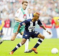 Marcelinho (phải) sẽ cùng Hertha Berlin giành suất dự Champions League?