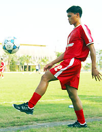 Tài Em cùng Trường Giang làm cầu thủ bất đắc dĩ ở Nhổn.