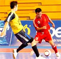 Tuấn Thành (15) lập hattrick giúp ĐT Việt Nam thắng Bhtan 6-3.