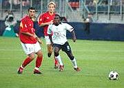 Freddy Adu (phải) trong trận gặp Đức.