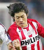 Park Ji Sung có tốc độ và tinh thần thi đấu rất tốt.