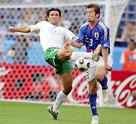 Mexico (trái) khởi đầu thuận lợi với 3 điểm đầu tiên.
