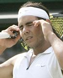 Chiếc áo trắng có lẽ đã không mang lại may mắn cho Nadal