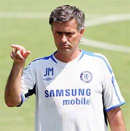 HLV Mourinho trên sân tập trong chuyến du đấu ở Mỹ.