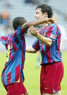 Samuel Eto'o và Mark Van Bommel sẽ cùng nâng Siêu Cup đêm nay?