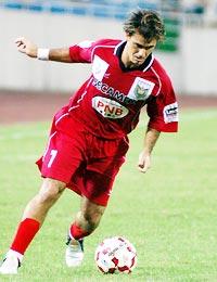 Kesley thi đấu xuất sắc ở V-League 2005. Ảnh: Anh Tuấn