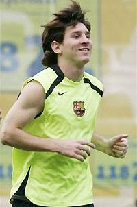 Gia hạn với Messi là thành công lớn nhất của Barca.