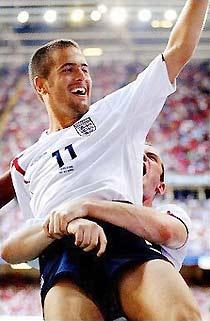 Joe Cole đem lại chiến thắng quý giá cho đội tuyển Anh.