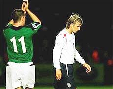 Beckham rời sân trong thất vọng.