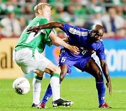 Anh thiếu một tiền vệ như Makelele (phải)