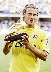 Forlan sẽ tặng chiếc giày vàng cho HLV Ferguson hay bàn thắng vào lưới MU?