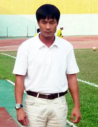 HLV Nguyễn Hữu Thắng được Sở TDTT Nghệ An tín nhiệm. Ảnh: Anh Tuấn