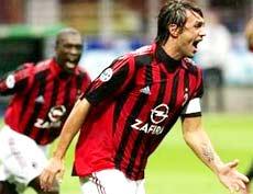 Lão tướng Paolo Maldini ghi cả hai bàn cho Milan.