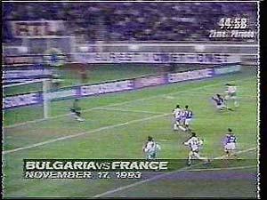 Pha ghi bàn của Emil Kostadinov khiến Pháp nuốt hận năm 1993.