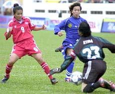 Malaysia (xanh) trong trận tranh HC đồng ở SEA Games 2003 (thua Thái Lan 1-6).