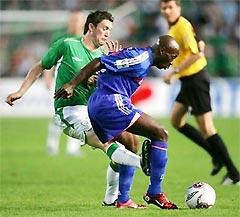 Thuram (phải) khó kịp bình phục trở lại cho trận gặp Thụy Sĩ.