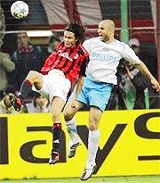 Filippo Inzaghi (trái) đã không thể ghi bàn đêm qua.