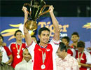 Singapore đã vô địch Tiger Cup 2004 và đang hướng tới tấm HC vàng SEA Games 2005.