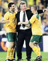 HLV Guus Hiddink sau khi được các fan Hàn Quốc tôn vinh là