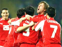 Các cầu thủ Thuỵ Sĩ ăn mừng.