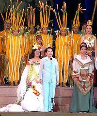Tổng thống tuyên bố khai mạc SEA Games 23, bên cạnh ca sĩ trong vai