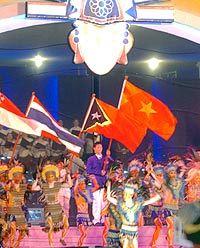 Không hoành tráng như lễ khai mạc ở Việt Nam năm 2003, nhưng cũng đầy ý nghĩa.