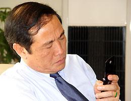 Trong thời gian qua, điện thoại của Chủ tịch Nguyễn Trọng Hỷ luôn trong tình trạng quá tải. Thậm chí, một người hâm mộ cấp tướng đã gọi điện để hỏi thăm và động viên.