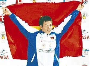 Hữu Việt trong phút đăng quang ở cự ly 100 m cách đây hai ngày. Ảnh: Lao Động