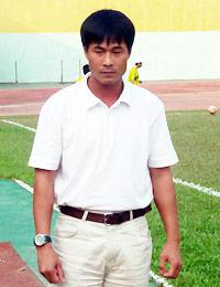 HLV Nguyễn Hữu Thắng của CLB P.SLNA. Ảnh: Anh Tuấn