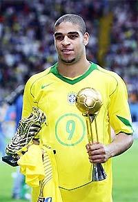 Adriano - một trong vài tay săn bàn lợi hại nhất.