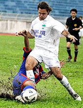Kesley chưa thể hiện đúng phong độ trong sắc áo trắng của HAGL. Ảnh: Nguyễn Tuấn