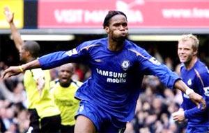 Drogba ăn mừng bàn thắng. (AP)