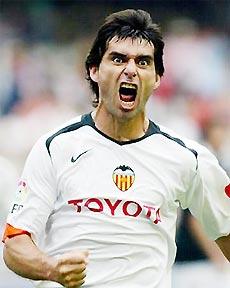 Valencia của Roberto Ayala đang tiến vũ bão trên bảng xếp hạng.