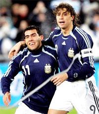 Tevez và Crespo sẽ đáp ứng được sự kỳ vọng của người hâm mộ? (Reuters)