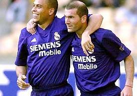 Ronaldo và Zidane, thật khó chọn ra người chiến thắng.