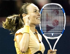 Martina Hingis mừng chiến thắng.