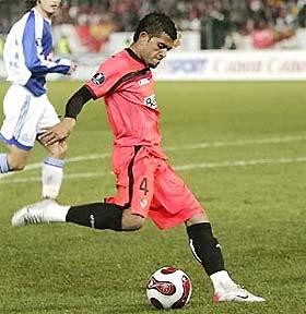 Trò cưng của HLV Juande Ramos (Sevilla) và Carlos Dunga (tuyển Brazil).