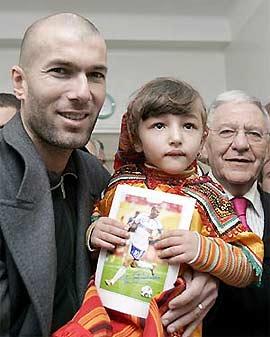 Zidane trong một lần tham gia các hoạt động từ thiện thời gian gần đây.