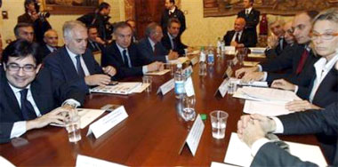 Quang cảnh cuộc họp giữa FIGC, CONI, Bộ thể thao và Bộ nội vụ Italy. Ảnh: AP.